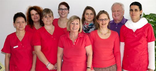 Unser Team: Arzthelferin: Sabine Lippold, Ärzte: Constanze Ludwig, Dr. med. habil. Heribert Zitzmann, Dr. med. Sylke Zitzmann, Arzthelferin: Katrin Schau (v.l.n.r.)